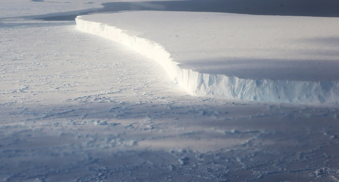 Dubai Firm Wants to Haul 'Up for Grabs' Antarctic Icebergs to Gulf