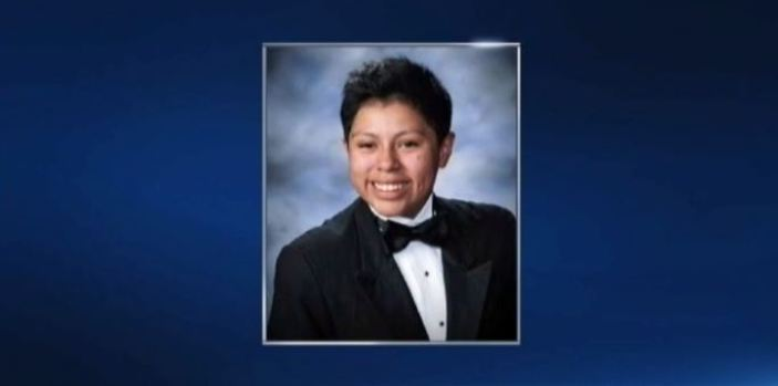 [BAY] Students Wear Ties for Girl Who Wore Tux for Yearbook Photo